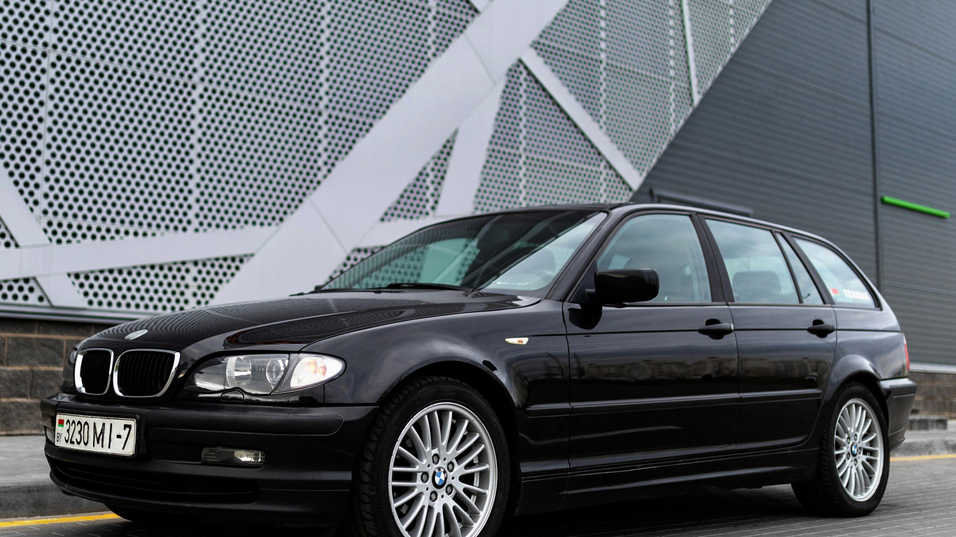 Download Wallpaper Bmw E46 Touring Section Bmw In Resolution 1366x768