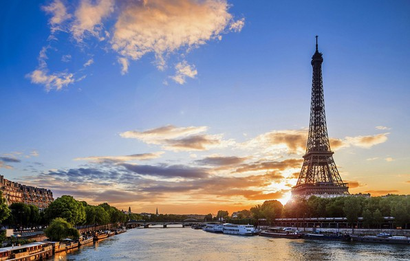 Picture clouds, Paris, morning.