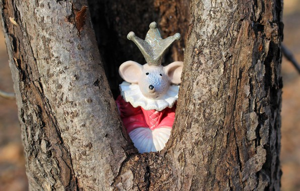 Picture look, light, background, tree, toy, crown, mouse, mouse, dress, muzzle, New year, trunk, bark, Princess, …