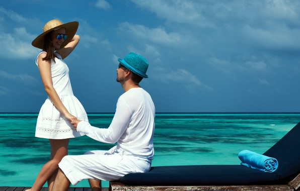 Picture girl, love, sea, hat, boy, mood, lovers, feeling, Couple, hand in hand