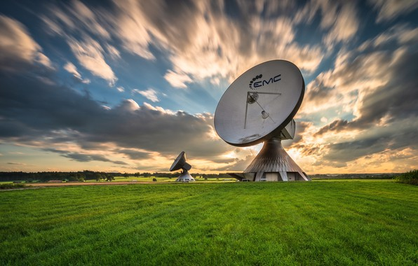Picture field, the sky, antenna
