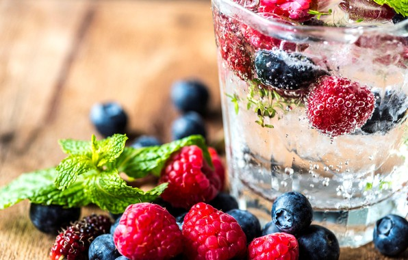 Picture berries, raspberry, drink, mint, blueberries