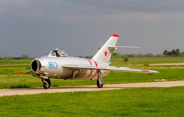 Picture Fighter, Lantern, Pilot, THE SOVIET AIR FORCE, OKB Mikoyan and Gurevich, The MiG-17