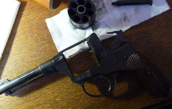 Picture gun, revolver, revolver