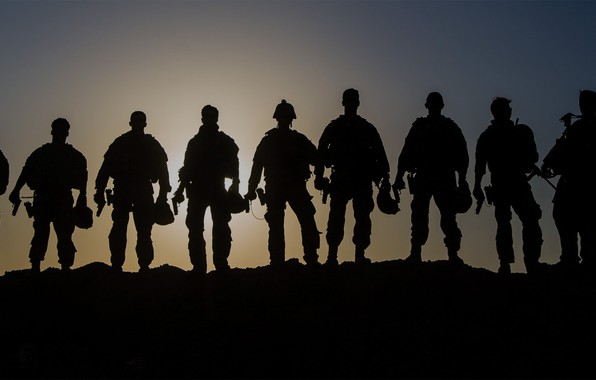 Picture sunset, weapons, shadow, uniforms, men, fighters, ammunition