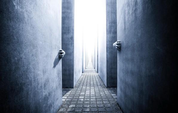 Picture wall, hands, corridor