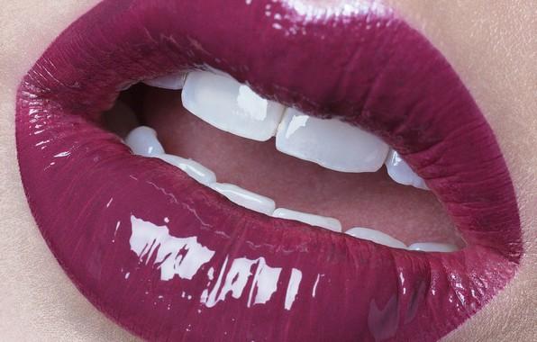 Picture macro, lips, teeth, retouching