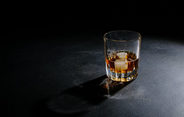 Picture glass, ice, whiskey