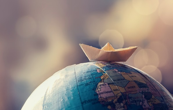 Picture boat, globe, flat land
