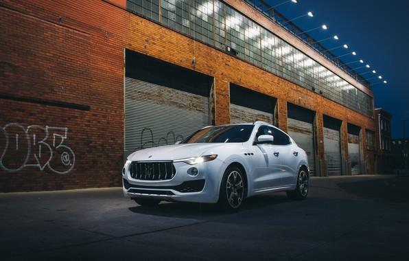Picture White, Garages, Crossover, Maserati Levante S