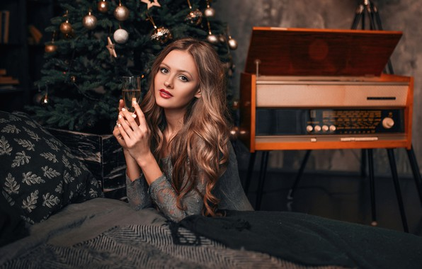 Picture look, girl, holiday, tree, makeup, New year, beautiful, champagne, curls