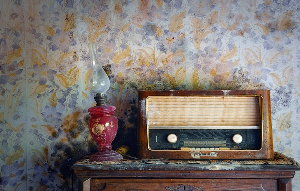 Picture wall, radio, receiver