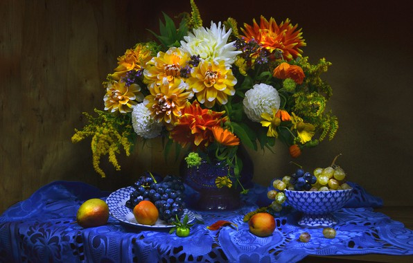 Picture bouquet, grapes, fruit, still life, napkin, dahlias