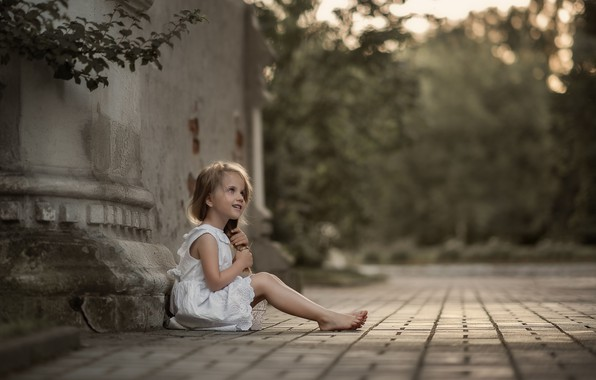 Picture summer, branches, nature, the building, barefoot, girl, child, bokeh, barefoot, Julia Kubar