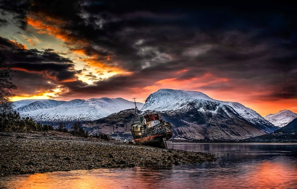 Picture Sunrise, Old boat of Caol, Ben Is Not The