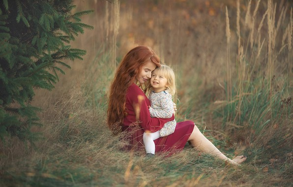 Picture grass, nature, tree, woman, barefoot, dress, hugs, red, tree, mom, child, curls, mother, barefoot, Chudak …