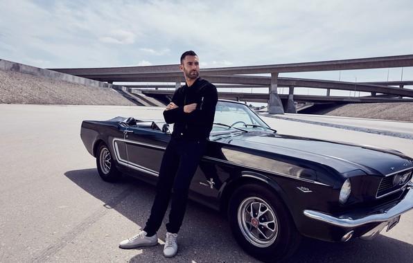 Picture auto, bridge, male, Vogue, Adam Levine