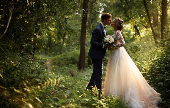 Picture girl, nature, kiss, bouquet, dress, pair, male, lovers, the bride, path, the groom