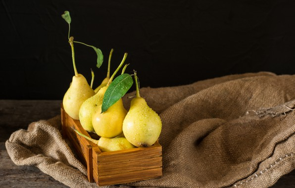 Picture box, pear, ripe