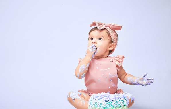 Picture background, girl, cake, bow, baby, cream, grimy