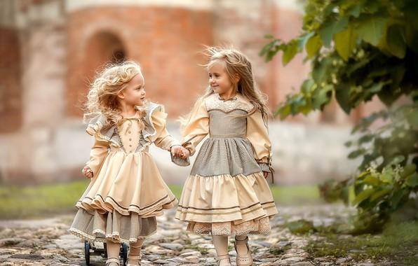 Picture children, girls, track, girlfriend, Irina Nedyalkova