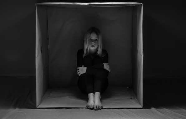 Picture loneliness, box, girl