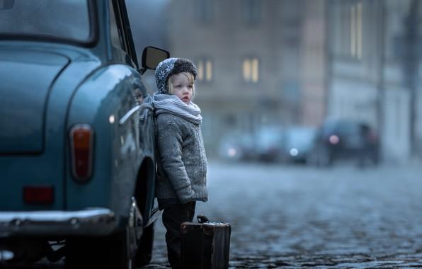 Picture machine, auto, the city, boy, suitcase, bridge