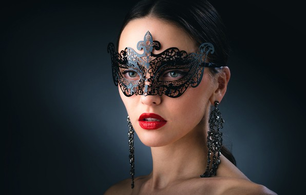 Picture jewelry, bright makeup, beautiful face, charming girl, темно-зеленый фон, ажурная маска, кРАсивая брюнетка
