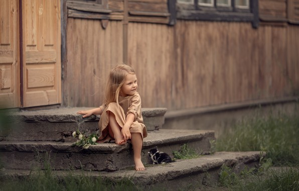 Picture house, animal, barefoot, girl, steps, cub, kitty, baby, porch, child, barefoot, Daria Stepanova
