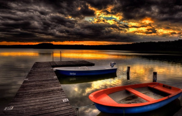 Picture clouds, lake, boats, pier