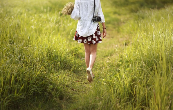 Photo wallpaper girl, flowers, feet, trail, the camera