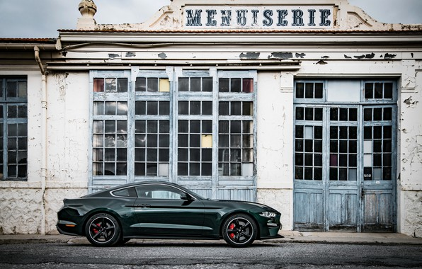 Picture the building, Ford, Parking, 2018, V8, Mustang Bullitt, 5.0 L., 460 HP, fastback