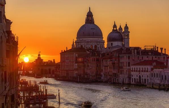 Picture Italy, Sunrise, The Basilica of Santa Maria della Salut