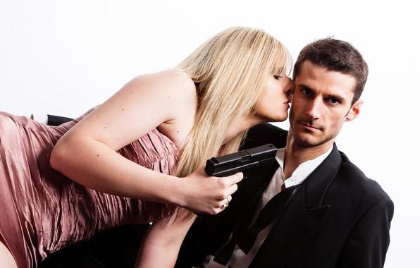 Picture girl, gun, kiss, male