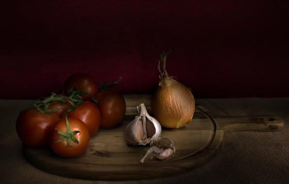 Picture bow, tomato, garlic