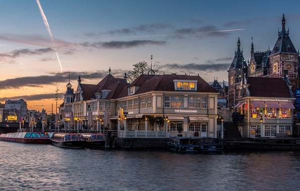 Picture the sky, water, clouds, landscape, river, castle, street, view, Windows, building, home, boats, the evening, …