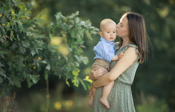Picture summer, leaves, branches, nature, woman, kiss, boy, baby, mom, child, son, bokeh, mother, motherhood, Chudak …
