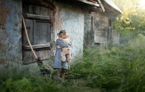 Picture childhood, house, bear, girl