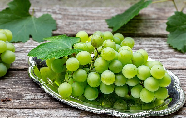 Picture leaves, plate, grapes, bunch