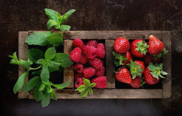 Picture berries, raspberry, box, strawberry, mint, composition