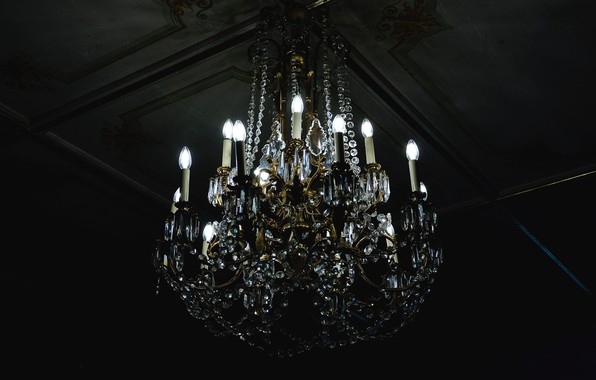 Picture the ceiling, chandelier, light bulb