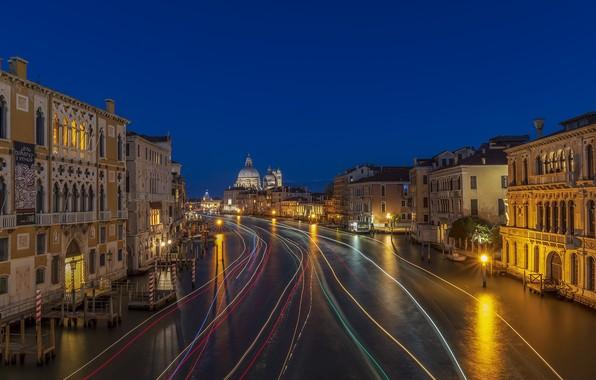 Picture Italy, Venice, The Basilica of Santa Maria della Salute