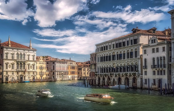 Picture the sky, the sun, clouds, home, boats, Italy, Venice, channel