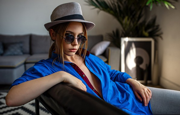 Photo wallpaper pose, sofa, model, portrait, jeans, hat, makeup, glasses, hairstyle, shirt, brown hair, beauty, sitting, in ...