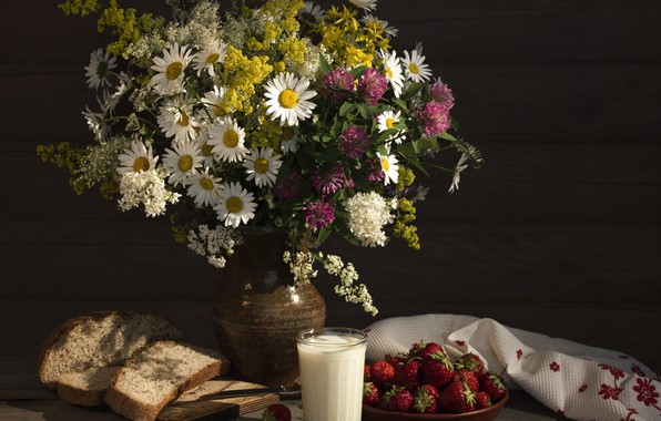 Picture chamomile, bouquet, milk, strawberry, bread