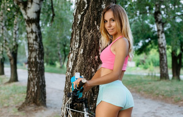 Picture look, girl, trees, bike, sexy, smile, Park, model, shorts, portrait, makeup, Mike, figure, hairstyle, blonde, …