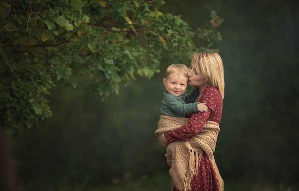 Picture summer, branches, nature, woman, kiss, boy, baby, shawl, mom, child, son, mother, motherhood, Chudak Irena