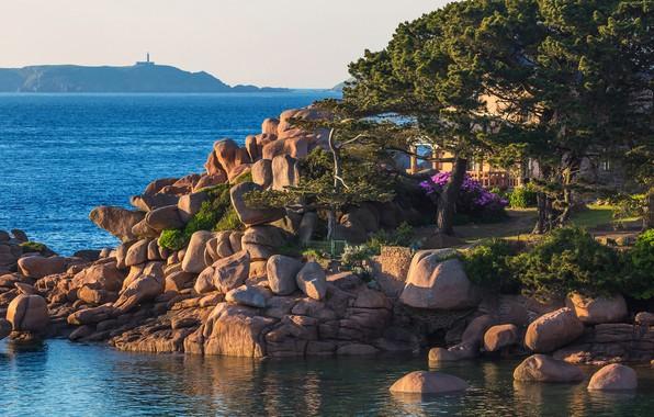 Picture sea, the sky, the sun, trees, stones, coast, France, horizon, house, Brittany, Saint-Guirec