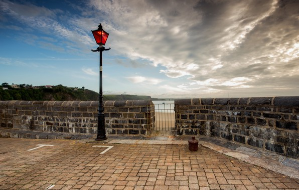 Picture the sky, clouds, lantern, Wales, Tenby