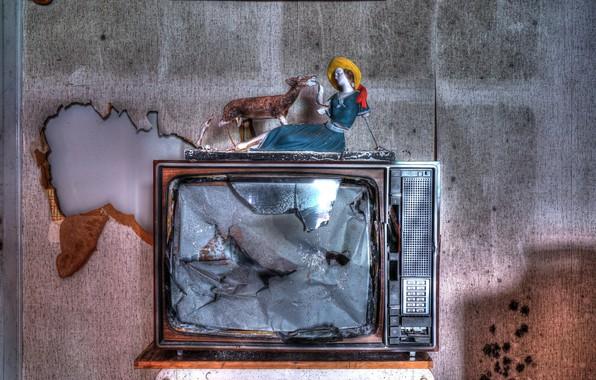 Picture background, TV, figurine